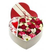 """Цветы и конфеты в коробке """"Афродита"""""""