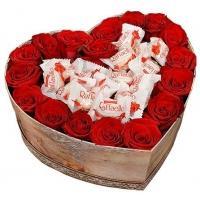 """Розы в коробке с """"Raffaello"""""""