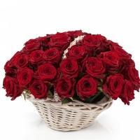 51 Роза «Гран При» в Корзине
